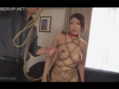 【adaruto動画】巨乳美女が緊縛された状態でセックスをしてザーメンを顔射されて汚されてしまう!
