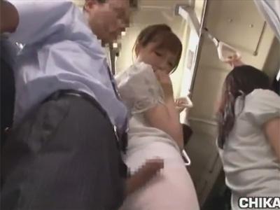 【痴漢adaruto動画】バスの中で痴漢をされた女が助けを求められなかったためレイプされまくっちゃう!