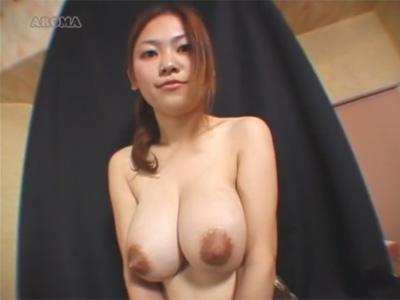 【奥様母乳搾りadaruto動画】母乳を吹き出せる爆乳人妻の「酒井あや」が母乳プレイで男性にサービスしまくっちゃう!