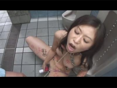【adaruto動画】変態巨乳美女の「翼裕香」が公衆トイレで肉便器として犯され続けて快楽に溺れ続けてしまう!