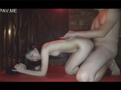 【adaruto動画】ロリ系美少女が制服姿で男と援助交際をしてソフトSMプレイを堪能しながら中出しされる!