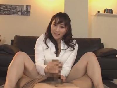 【極上M性感adaruto動画】人気熟女AV女優の「川上ゆう」が風俗店で極上のエロテクを男性に使ってあげちゃう!