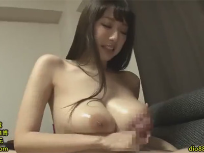 【adaruto動画】神乳を持っている「RION」がファンをパイズリで犯しながらファンとのふれあいを楽しむ!