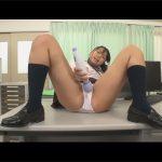 【JKオナ見せadaruto動画】制服姿の美少女JKが男性教師の前で電マを使ってオナニーをしている姿を見せてくれる!