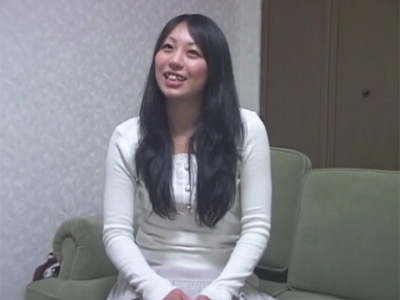 【adaruto動画】愛嬌のある23歳のフリーター女子がアルバイト!チンポをフェラチオし口内射精された精液を勢いでごっくん!