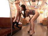 【高下えりかadaruto動画】185cmもの高身長を誇る「高下えりか」が電車の中で低身長の男を弄んじゃう!